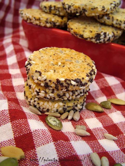 עוגיות גבינה וגרעינים